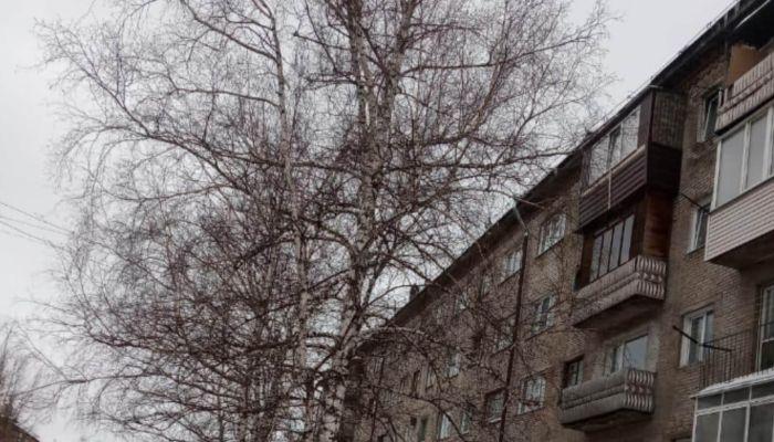 В Барнауле частично обвалилась крыша жилой пятиэтажки