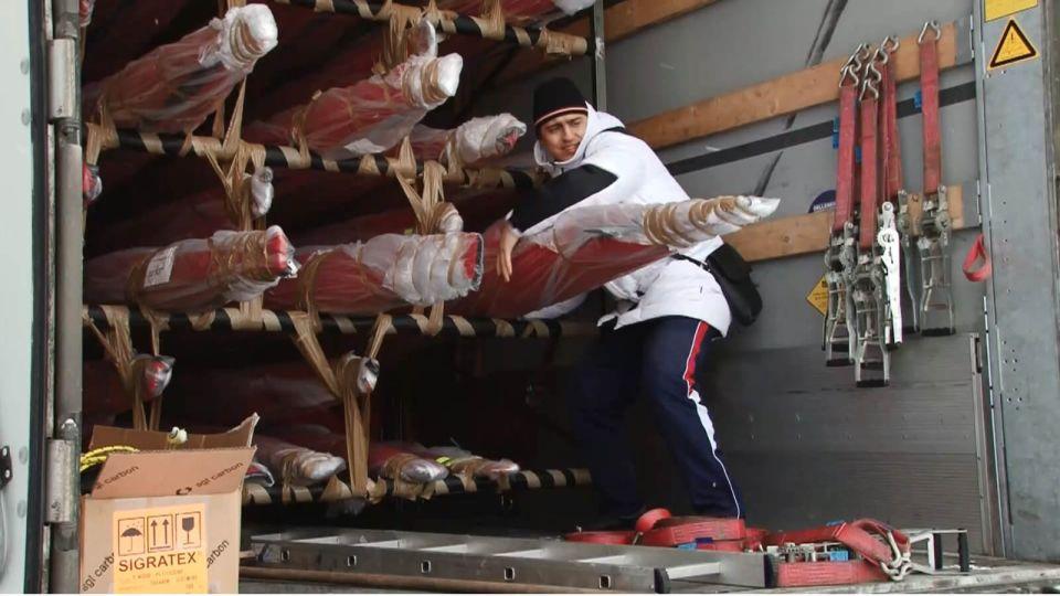 Первые 72 лодки для второго этапа Кубка мира по гребле привезли в Алтайский край