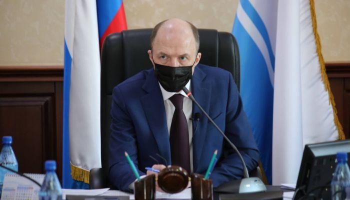 За школы, садики и Телецкое озеро: Хорохордин наказал министров