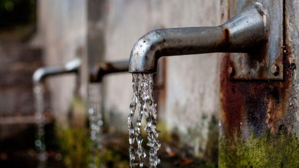 Вода. Кран