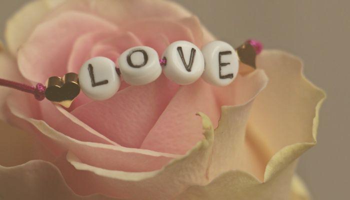 Идеи для подарков: чем порадовать девушку в День всех влюбленных