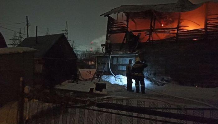 Два человека погибли во время крупного ночного пожара в Барнауле