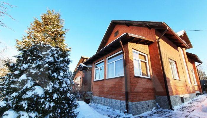 В Барнауле продают двухэтажный коттедж с сауной за 15,5 млн