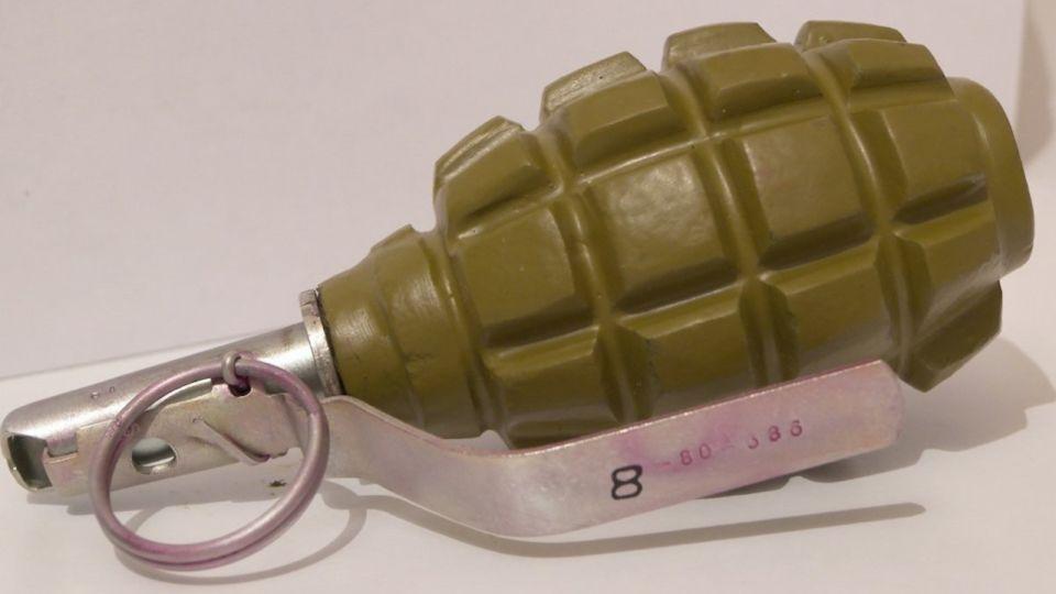 """На Алтае пьяный блогер кинул """"гранату"""" в полицейских, чтобы снять их реакцию"""