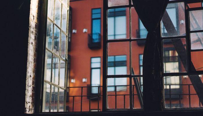 В Самаре две 12-летние девочки выпали из окна многоэтажки