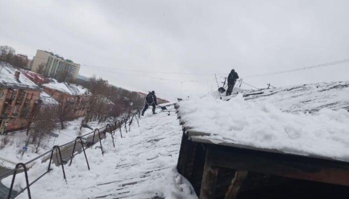 Мэр Барнаула потребовал срочно начать работы в доме, где обрушилась крыша