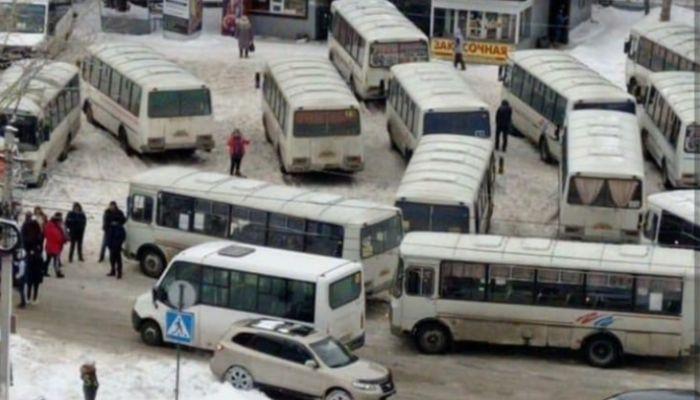 Шесть бийских водителей автобусов поплатились за акцию против нечищеных дорог