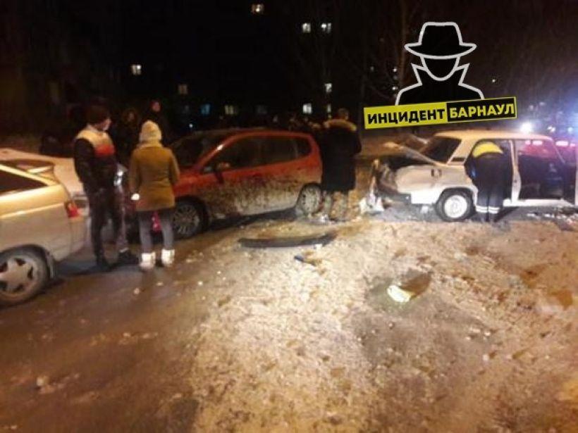 "Фото:""Инцидент Барнаул"",""Барнаул22"""
