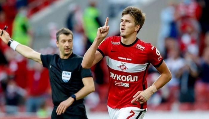 Алтайский футболист Александр Соболев пожертвовал деньги на протез для девочки