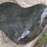 Камень в форме сердца: на Алтае продают необычные объекты по космическим ценам