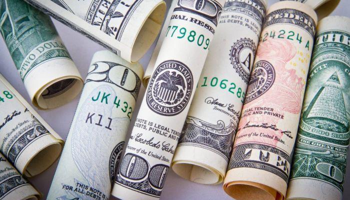 Экономист рассказал, в какие валюты лучше вкладывать деньги