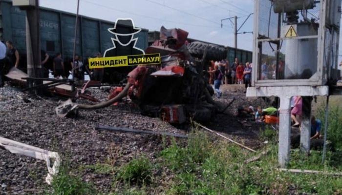 Глава алтайского МЧС прокомментировал ДТП с пожарной машиной и поездом
