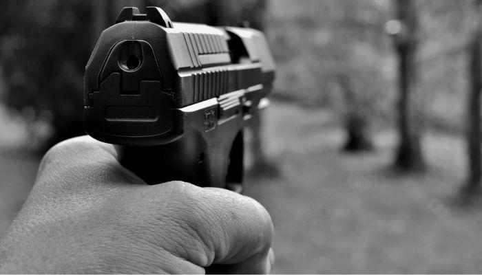 Застрелил через дверь: в Чите девятилетняя девочка погибла из-за ссоры соседей