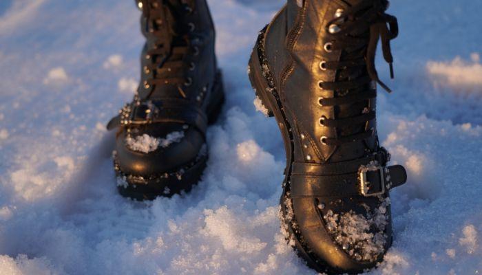 Полезные советы: что сделать, чтобы обувь не скользила на льду
