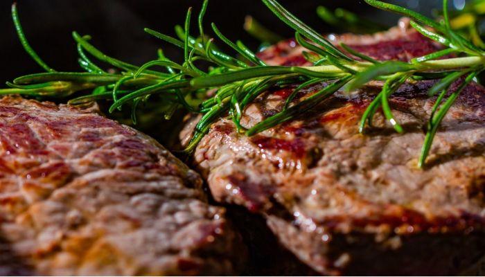Ужин для настоящих мужчин: что приготовить на 23 февраля