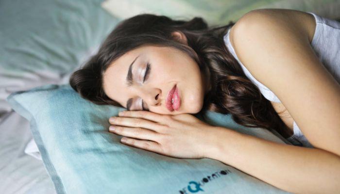 Кто спит больше и чаще видит сны: топ-10 интересных фактов о сне