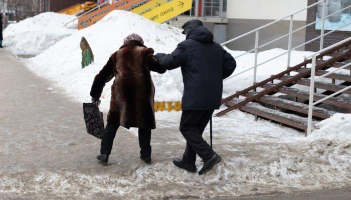 2,6 тысячи человек пострадали из-за гололеда в Барнауле
