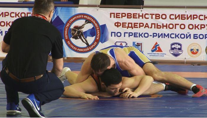 100 спортсменов Сибири съехались в Барнаул на первенство по греко-римской борьбе