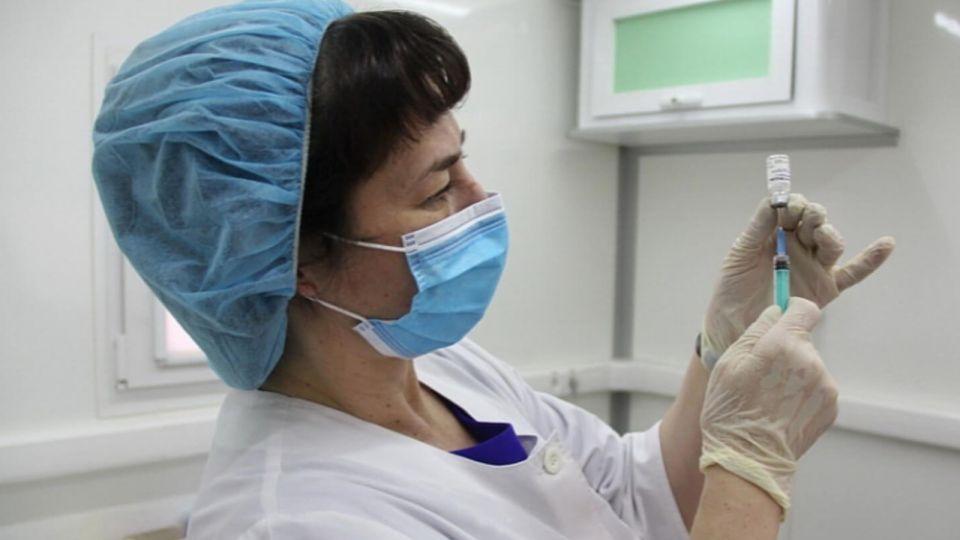 Вирусолог рассказал, когда лучше ставить вакцину переболевшим COVID