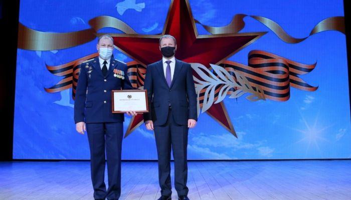 Алтайских военкомов наградили за успешный призыв, несмотря на пандемию