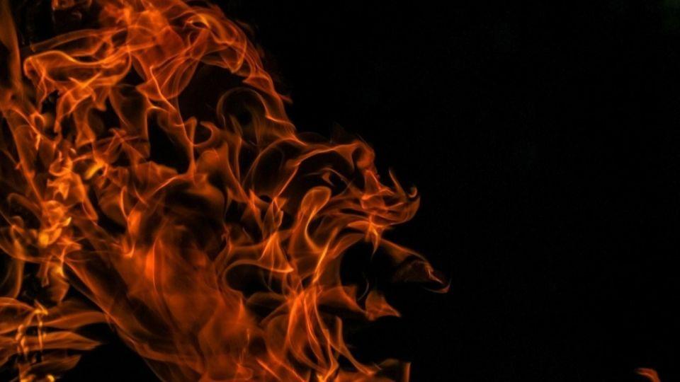 Двое детей погибли при пожаре в Новосибирске, ведутся поиски третьего