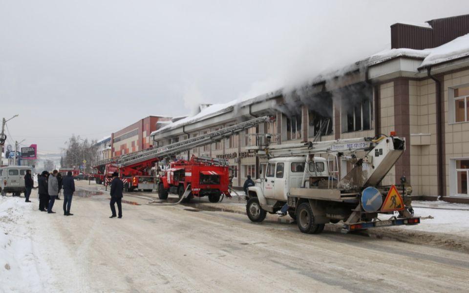 Причиной пожара в алтайском ТЦ Ткацкий стал смартфон