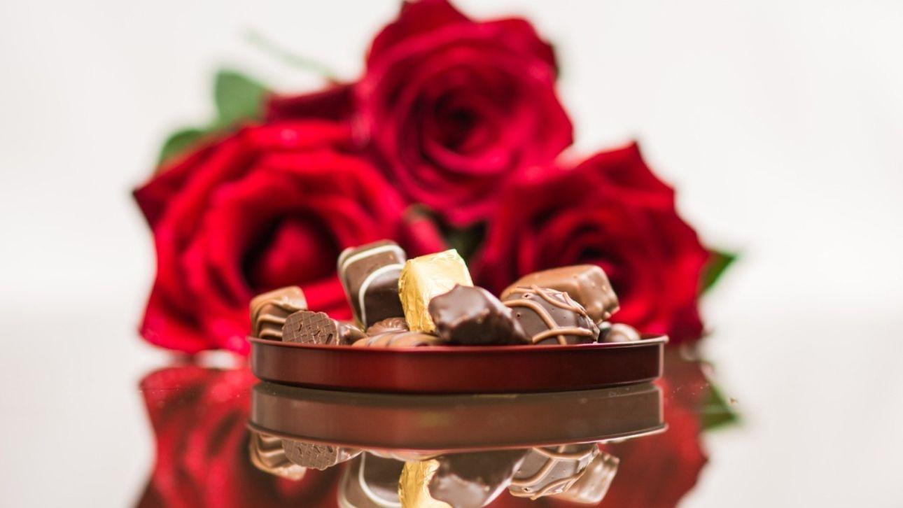 Приятные мелочи и полезные вещи: что подарить коллегам-женщинам на 8 Марта