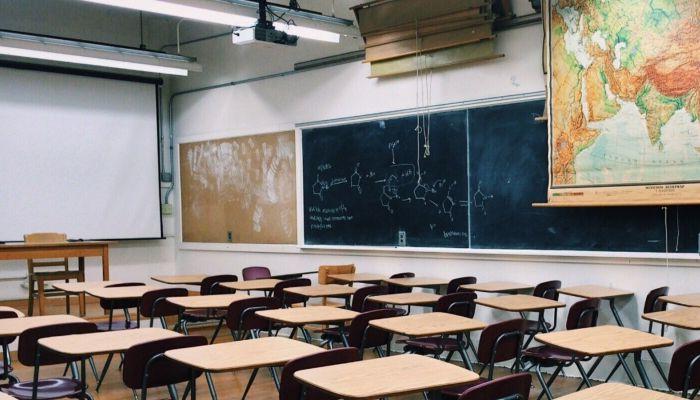 Выпускники школ начнут получать аттестаты по новому порядку