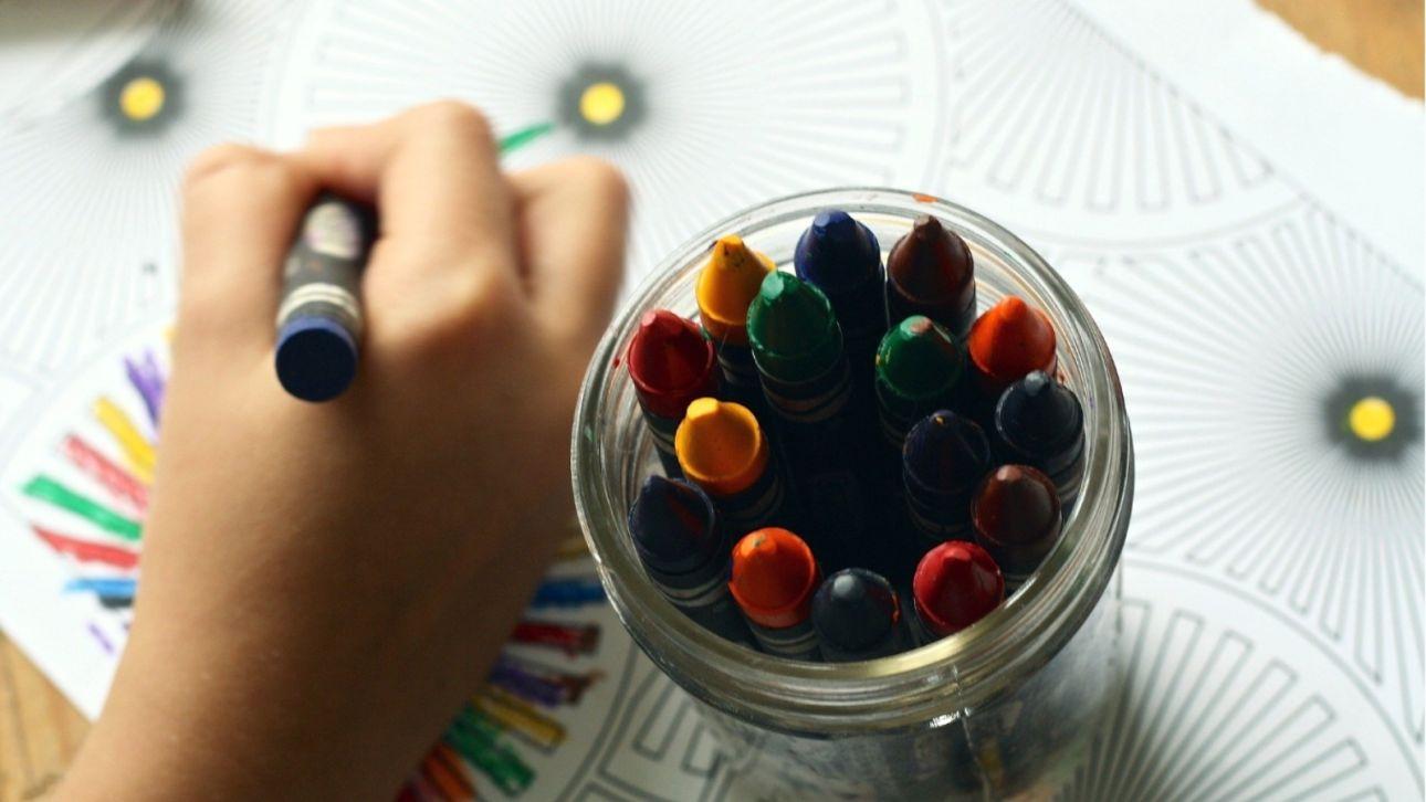 Как сделать открытку к 8 Марта вместе с маленькими детьми своими руками