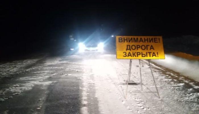 Трассу перекрыли в Алтайском крае из-за сильного ветра