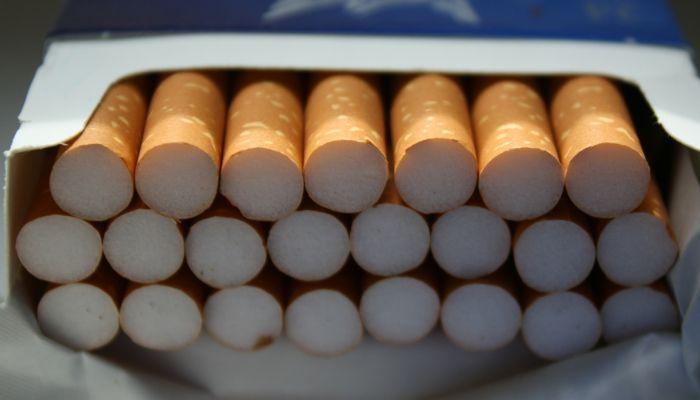 Алтайский Аникс оштрафовали за продажу сигарет подростку