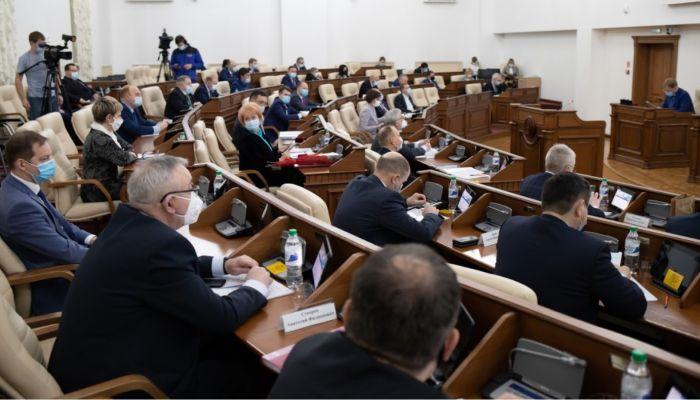 Грозили самосожжением: алтайские депутаты обсудили закон о статусе педработника