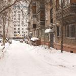 Жильцы многоэтажки в центре Барнаула жалуются на обледенелый двор