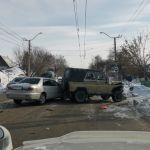 Три машины столкнулись возле светофора в Барнауле