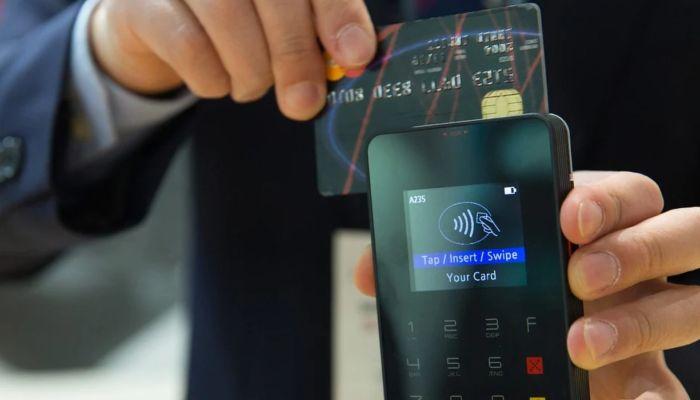 Владельцы айфонов смогут привязать к устройствам карту Мир