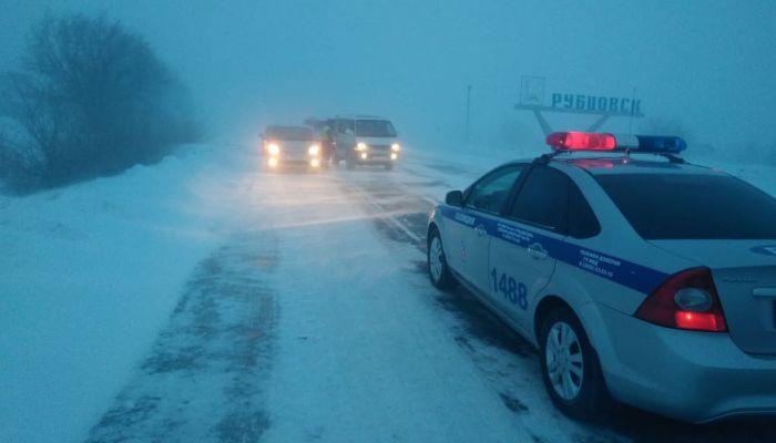 Федеральную трассу А-322 открыли в Алтайском крае после метели