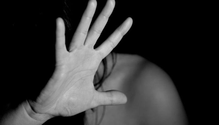 Запинывай её: прокуратура разбирается в жестокой драке омских школьниц