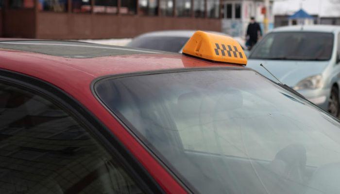 Барнаульцы рассказали о росте цен на такси из-за снегопада