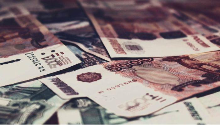 Эксперты: количество свободных денег рекордно выросло у россиян