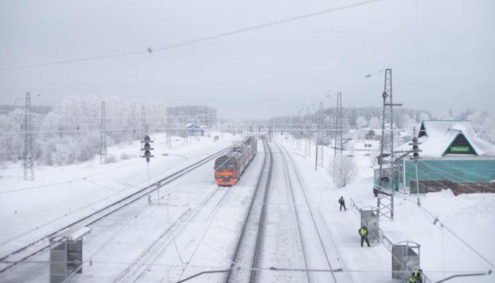 В Алтайском крае пассажиров поезда высадили в сугробы по пояс