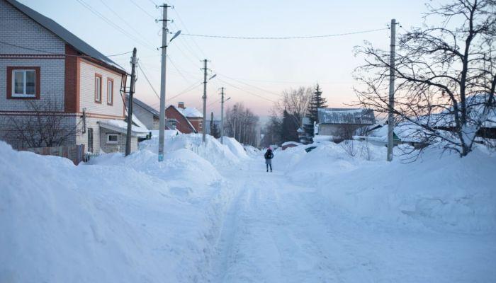 Барнаульские дети вынуждены ходить в школу по проезжей части