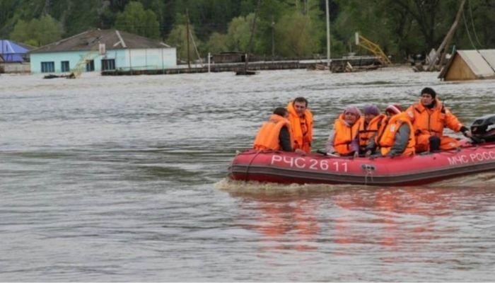 Подворовый обход начали в Барнауле в зонах возможного подтопления