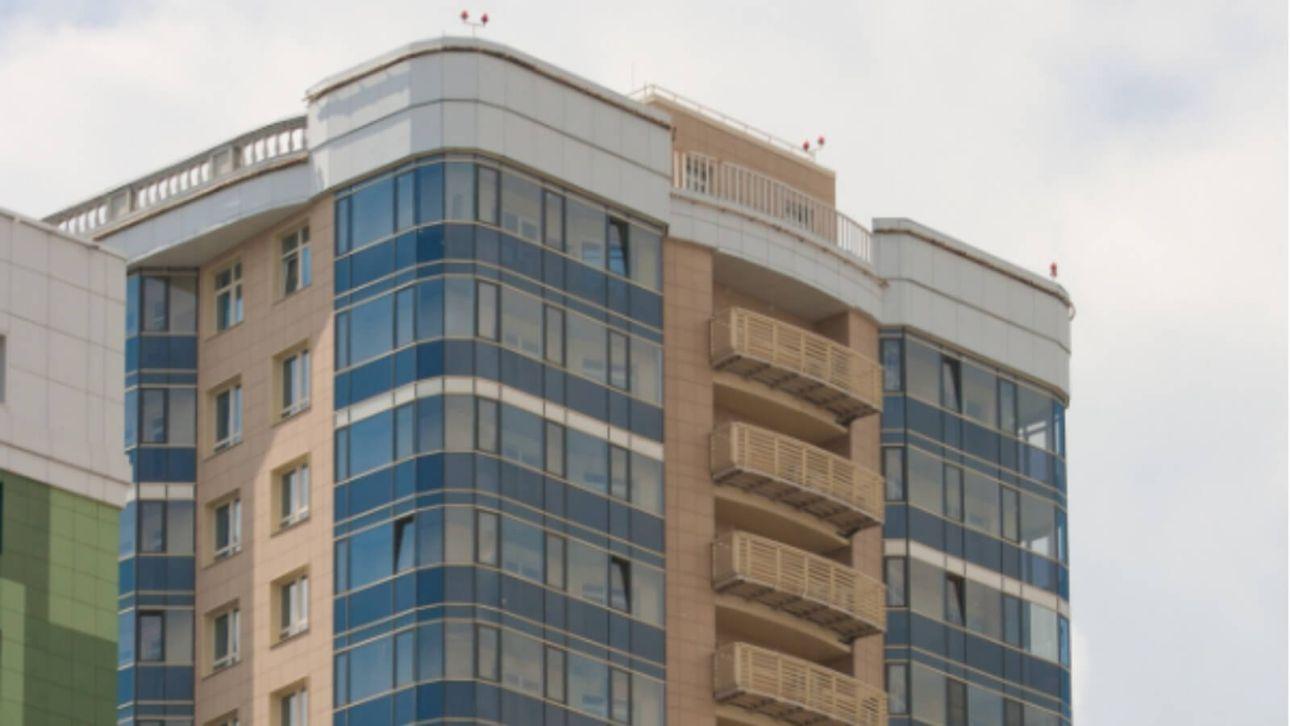 Встал и пошел: москвич остался жив после падения с высоты 18 этажа
