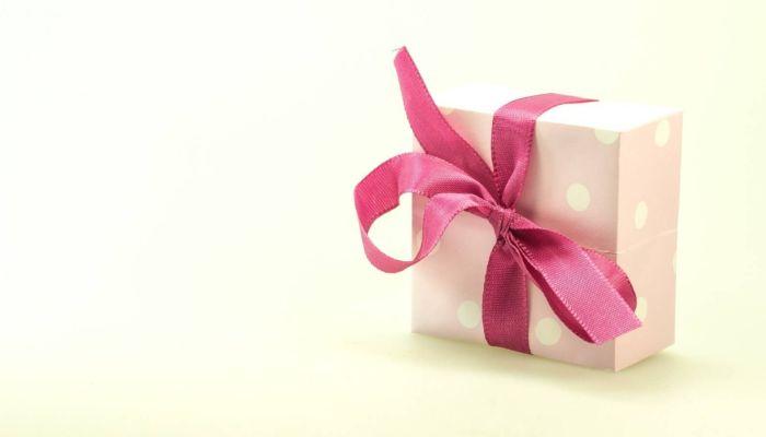 Что подарить женщине на 8 Марта: от впечатлений до полезных подарков