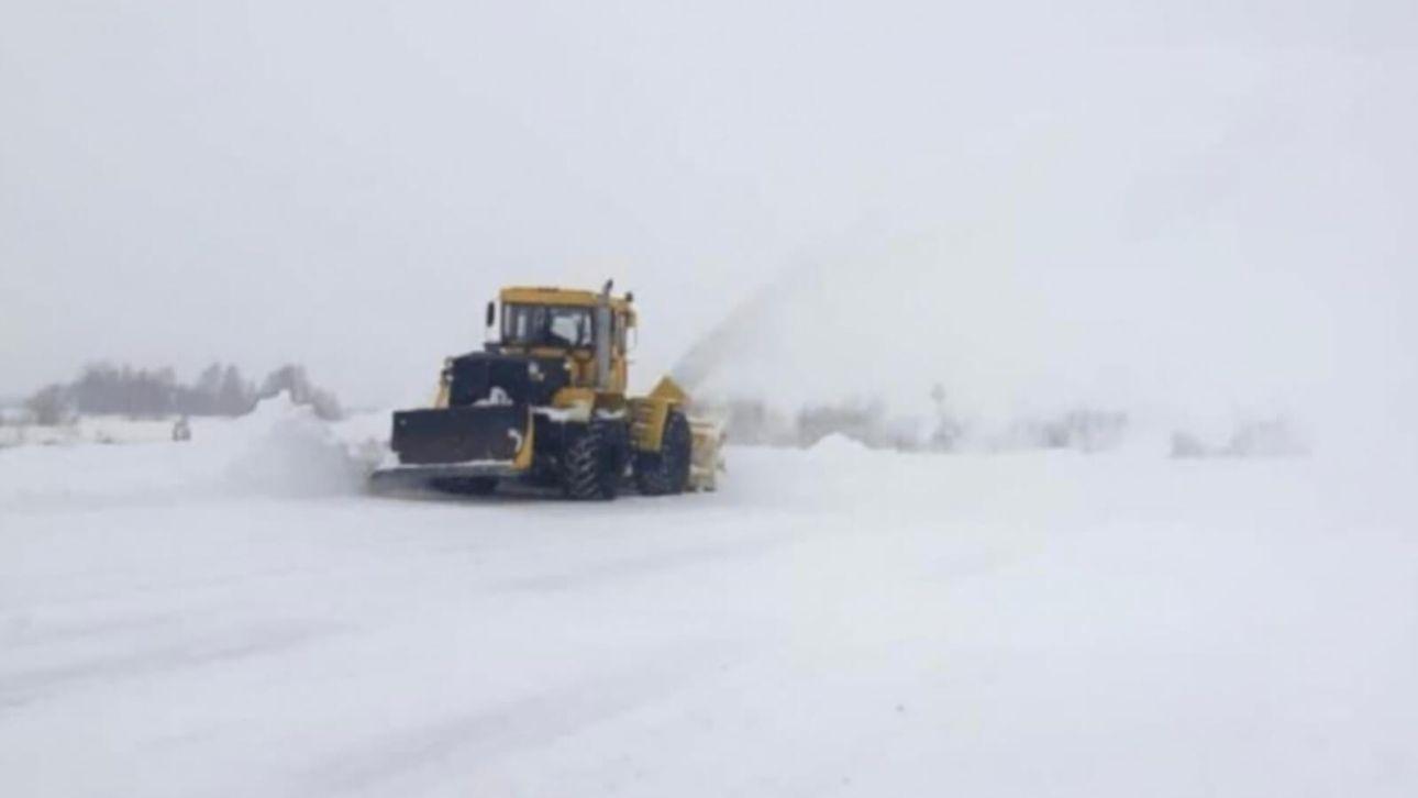 Снегопад оставил без дорог почти 150 населенных пунктов края