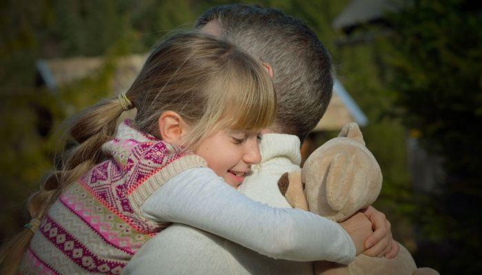 Выбираем подарок для дочки на 8 Марта: что подарить ребенку и подростку