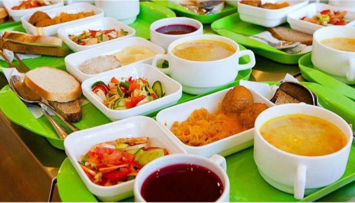 Алтайский минобр готовит с диетологами рекомендации по меню школьников