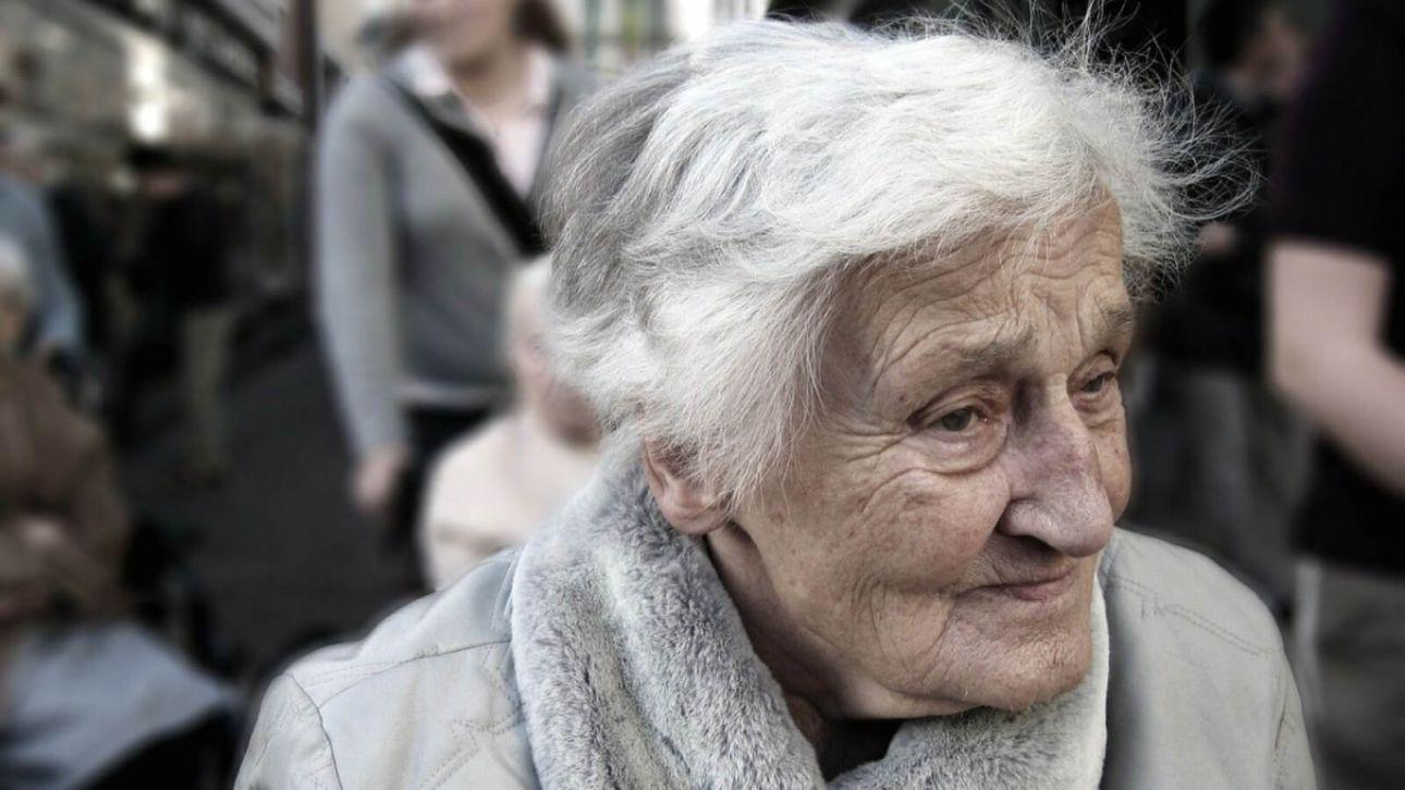 Мешала пройти: в Бердске пьяный мужчина пнул и повалил пожилую женщину
