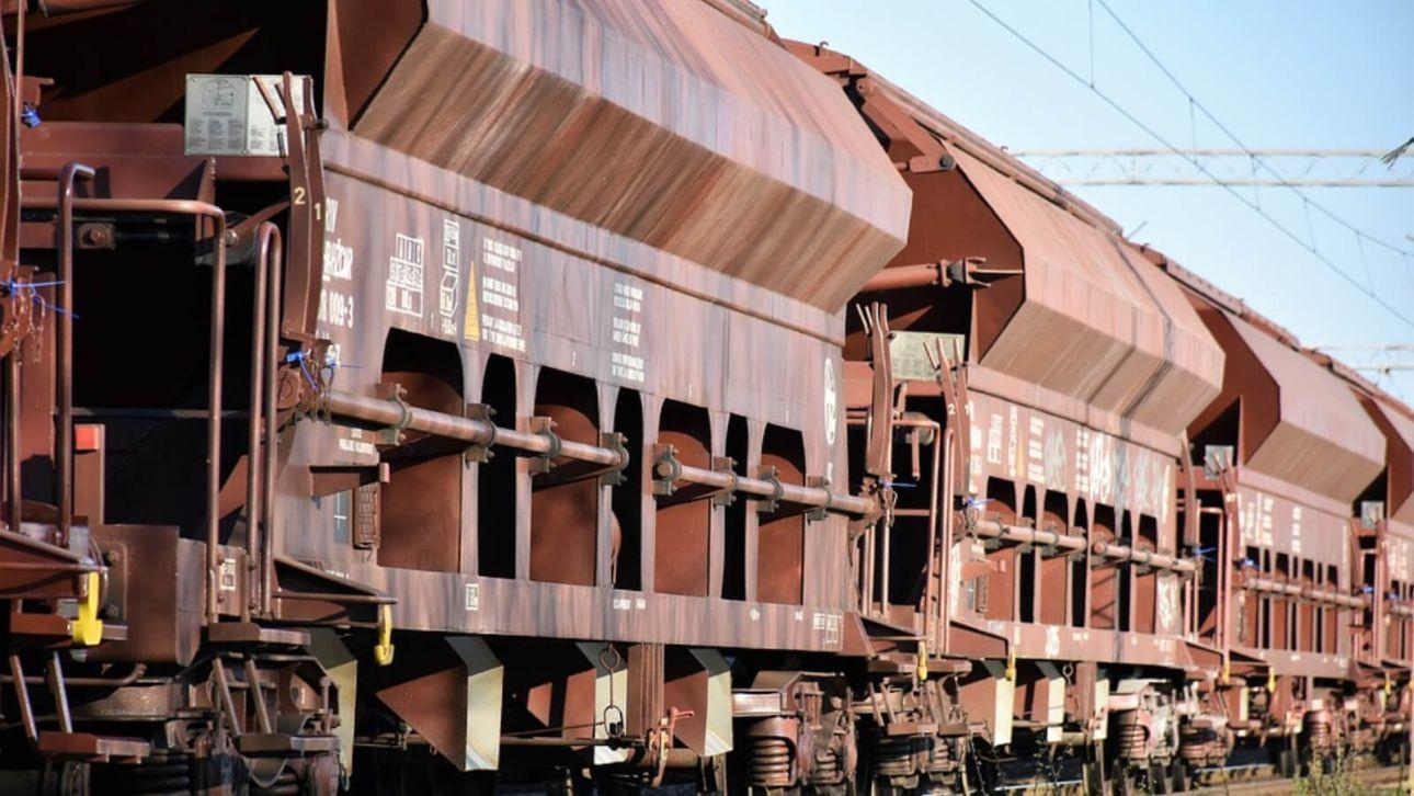 Неисправные вагоны выпускали со станции Барнаула за взятки