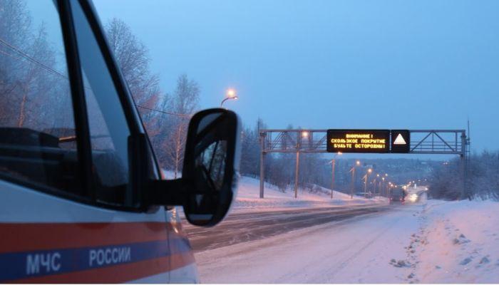 В Алтайском крае перекрыли дорогу из-за метели и нулевой видимости